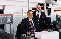 Staff customer service British Airways, Ashok (ayah) dan Vishal Sharma (dok British Airways)