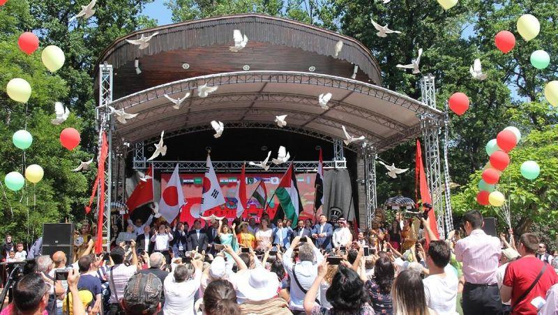 Berawal dari inisiatif KBRI Sofia di tahun 2017, Asian Festival sudah jadi tradisi tahunan setiap musim panas di Bulgaria. Acara ini sudah ketiga kalinya diselenggarakan. (dok. KBRI Sofia)