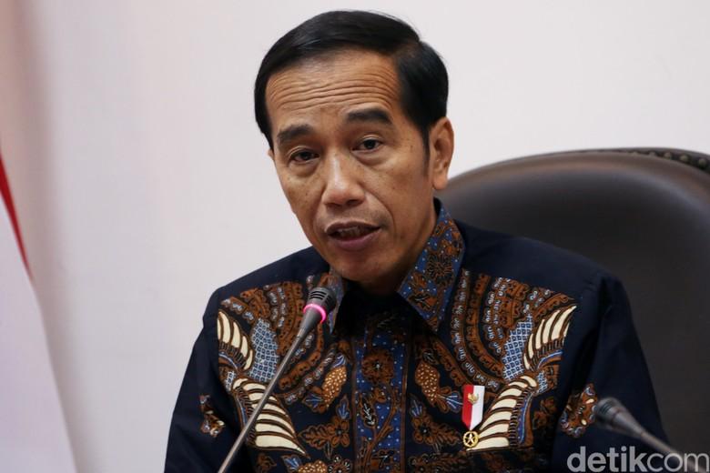 Jokowi Ngantor di Istana Jakarta Saat Sidang Putusan MK