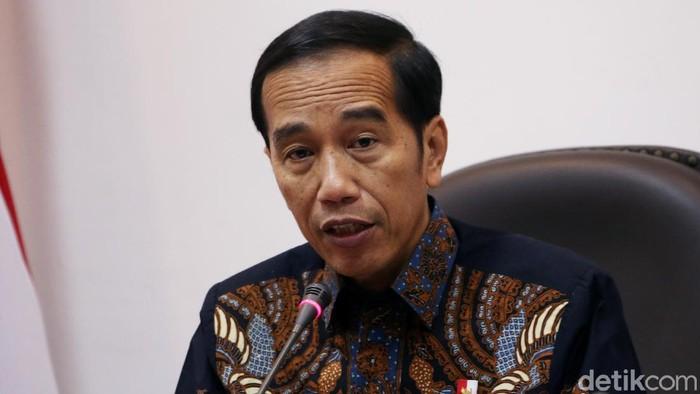 Presiden Jokowi memimpin rapat terbatas bersama sejumlah menteri soal persiapan KTT ASEAN dan KTT G-20.