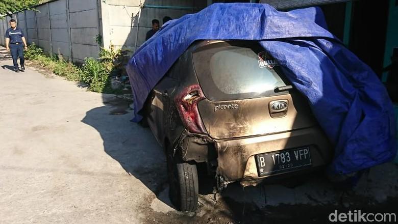 Aksi Pembakaran Mobil Kembali Terjadi, Kini Menjalar ke Solo