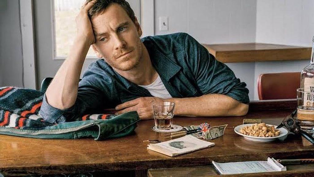 Gaya Michael Fassbender, Magneto yang Hobi Ngopi dan Makan Pizza