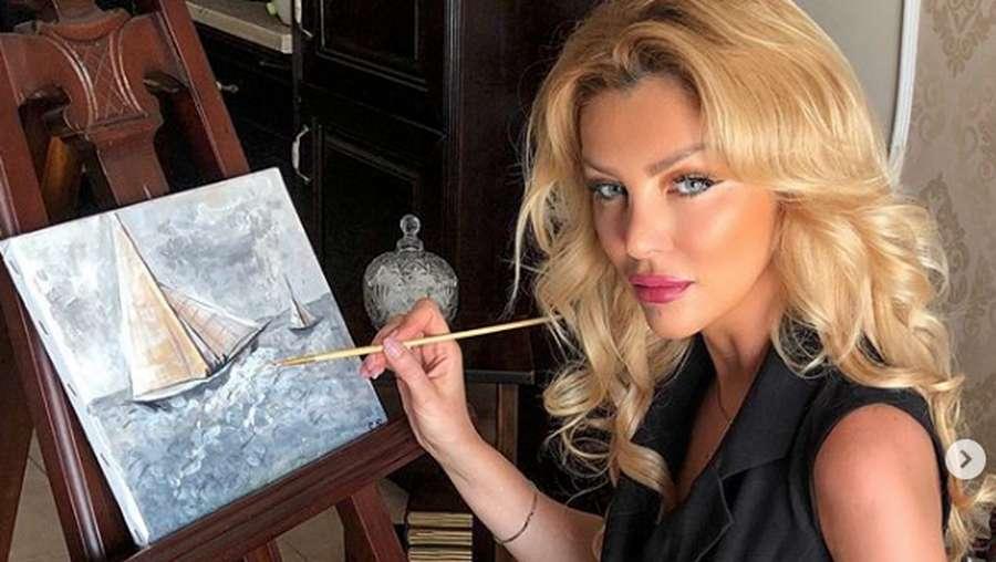 Kerap Posting Hasil Lukisan di IG, Wanita Ini Dianggap Penipu