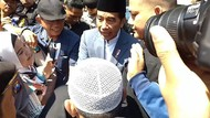 Begini Reaksi Warga Saat Bertemu Jokowi di Surabaya