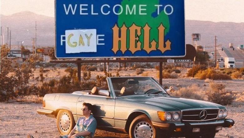 Elijah Daniel membeli kota dan mengubah namanya menjadi Gay Hell.