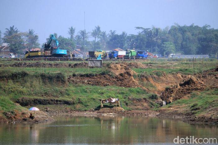 Pembangunan Floodway Cisangkuuy di Kabupaten Bandung, Jawa Barat terus dikebut.