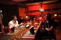 Diprotes Netizen Karena Makan Bareng Jackie Chan, Drummer 'X Japan' Minta Maaf