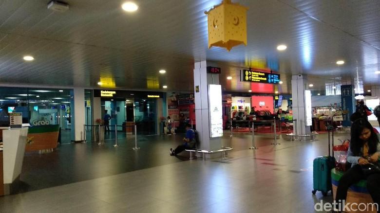 Ada Insiden, Penumpang Bandara Bandung Belum Dapat Kepastian Jadwal