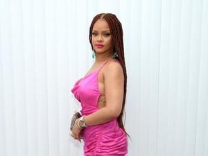 Rihanna Diprotes Umat Hindu Setelah Foto Topless Pakai Kalung Ganesha