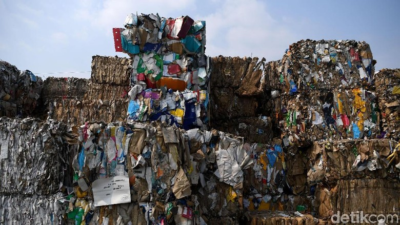 Begini Penampakan Sampah Impor yang Menggunung di Mojokerto