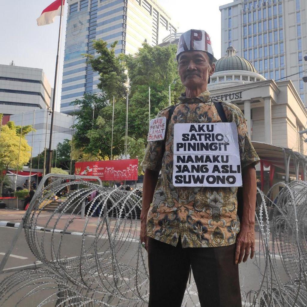 Pria Ngaku Presiden Satrio Piningit Muncul di Depan MK