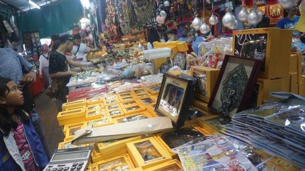 Foto: Belanja Oleh-oleh Murah di Wat Arun
