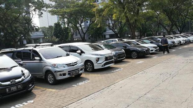 Parkir di UPH