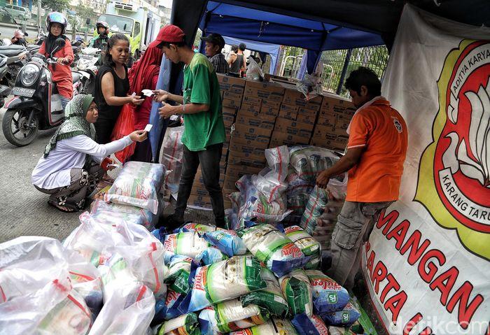 Pemprov DKI Jakarta menggelar pasar murah di sejumlah wilayah kota Jakarta.
