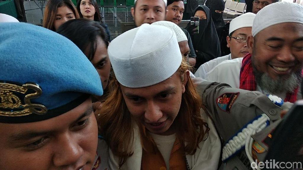 Tolak Diperiksa Polisi, Habib Bahar Minta Bertemu di Pengadilan