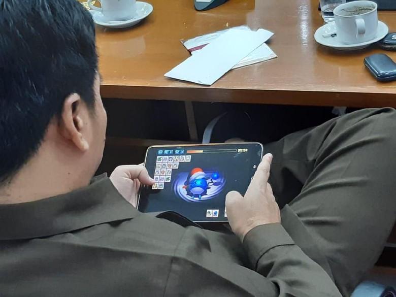 Anggota DPRD Garut Diduga Main Game Saat Rapat Paripurna