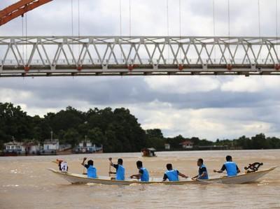 Lomba Balap Jukung Curi Perhatian di Festival Isen Mulang 2019