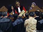 Giliran KPU Bawa Amplop Coklat di Sidang Sengketa Pilpres