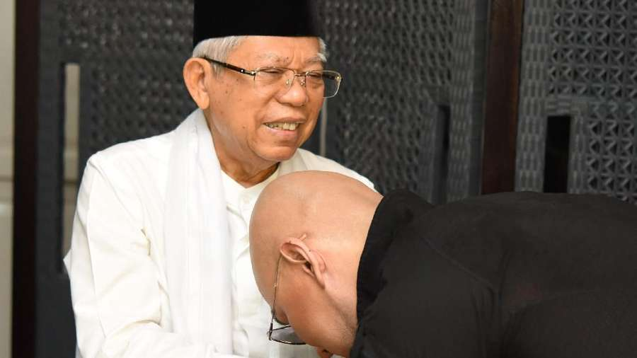 Momen Deddy Corbuzier Salat Diimami Maruf Amin