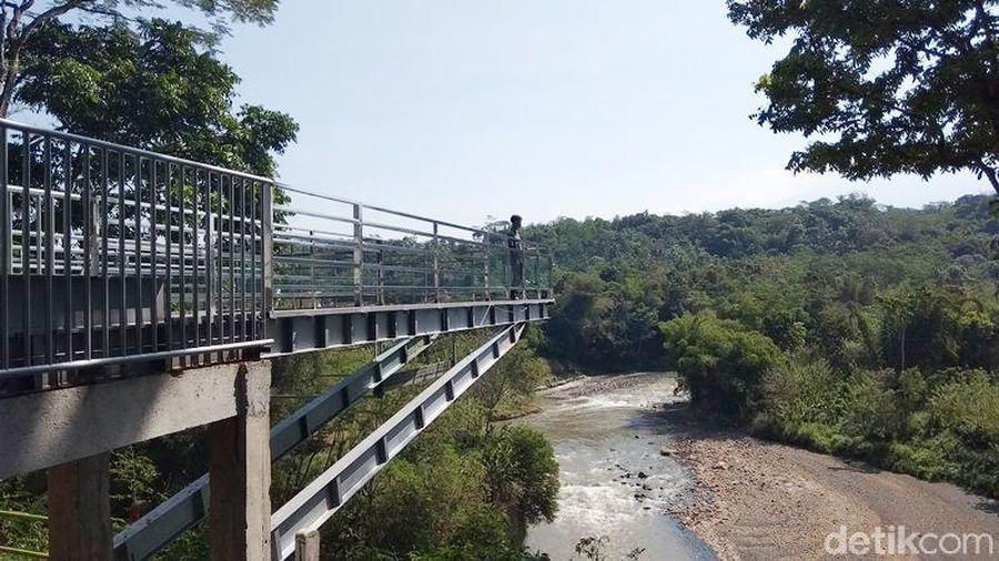Ada yang baru di wisata Taman Kyai Langgeng yaitu ditambahnya wahana Jurang Koco Gunung Mujil. (Eko Susanto/detikcom)