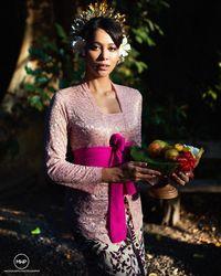 Cantiknya Bunga Jelitha, Foto Prewedding dengan Tema Bali