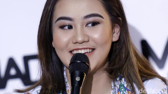 Rilis Single Bareng Dul, Aaliyah Massaid Senyum Terus