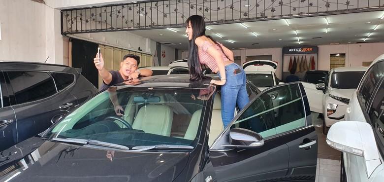 Lucinta Luna Bawa Mobil ke Bengkel Modifikasi Interior. Foto: Dok. Classic Car Interior