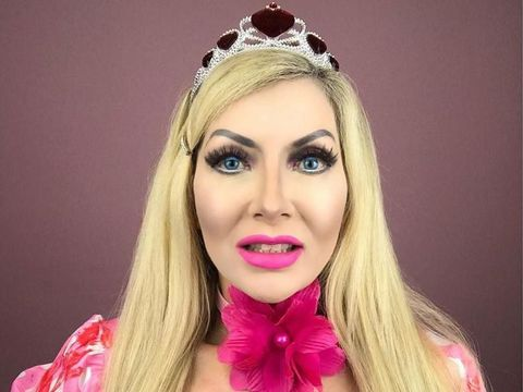 Ibu-ibu Hebring Ini Obsesi Jadi Barbie, Lakukan Lebih dari 100 Kali Oplas