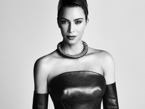 Diprotes, Kim Kardashian Tetap Pakai Kimono untuk Brand Underwear