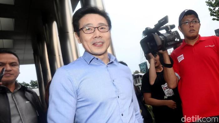 Samin Tan kembali diperiksa KPK, Jumat (21/6) setelah sebelumnya urung hadir pada Selasa (18/6) lalu. Usai diperiksa ia terlihat sangat semringah.