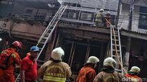 Kios Kembang Api yang Terbakar di Pasar Asemka Berhasil Dipadamkan