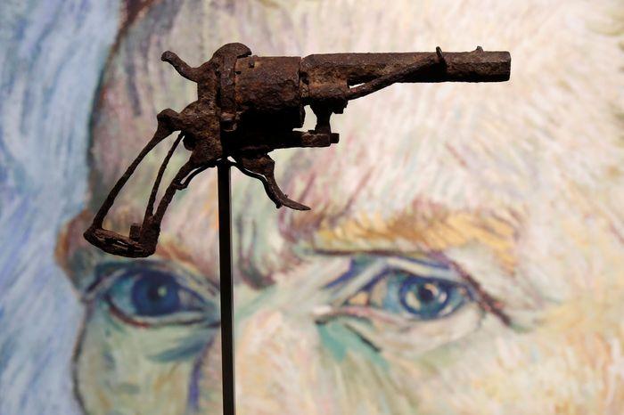 Sebuah pistol berjenis 7mm Lefaucheux yang diyakini digunakan pelukis legendaris dunia, Van Gogh untuk bunuh diri telah laku terjual.