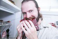 Hiii... Pria Ini Hanya Makan Daging Mentah dan Daging Busuk Selama 10 Tahun