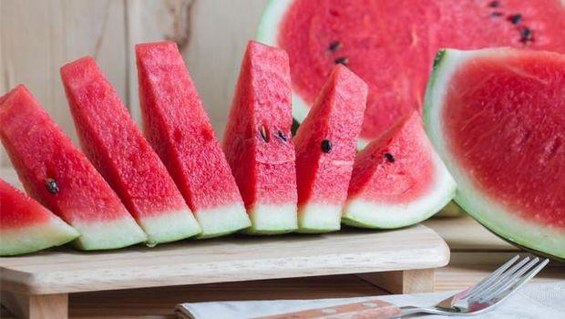 Semangka, buah yang segar.