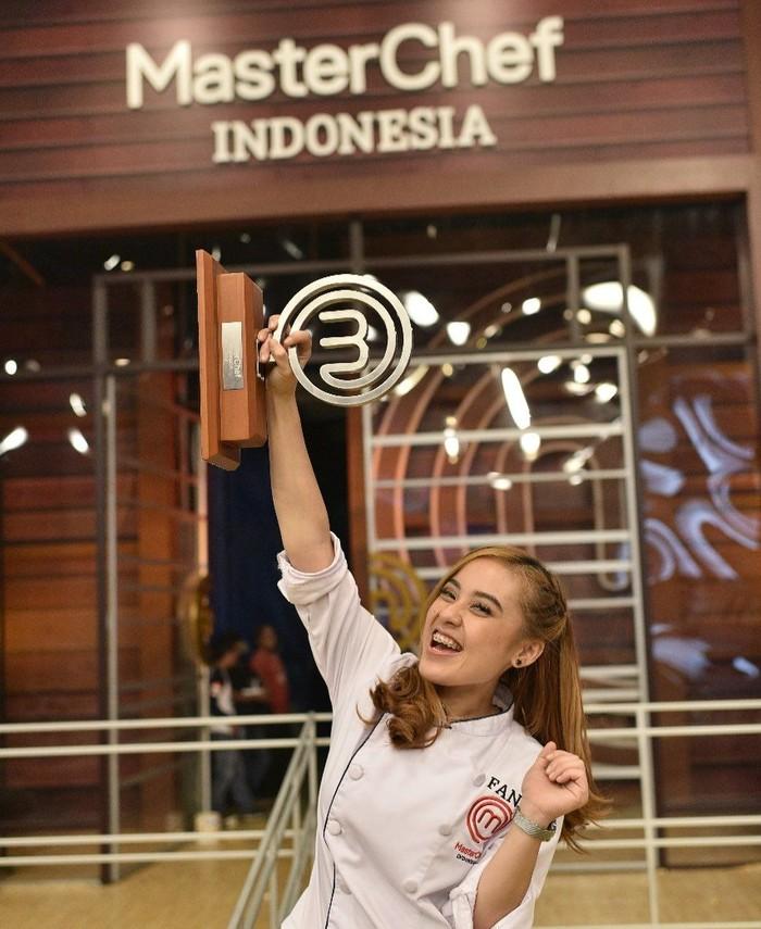 Wanita asal Kalimantan ini berhasil mengalahkan Kaisha Fridayassie pada Grand Final MasterChef Indonesia season 5. Stefani Horison merupakan peserta yang dijuluki kuda hitam. Foto: Instagram fanifen