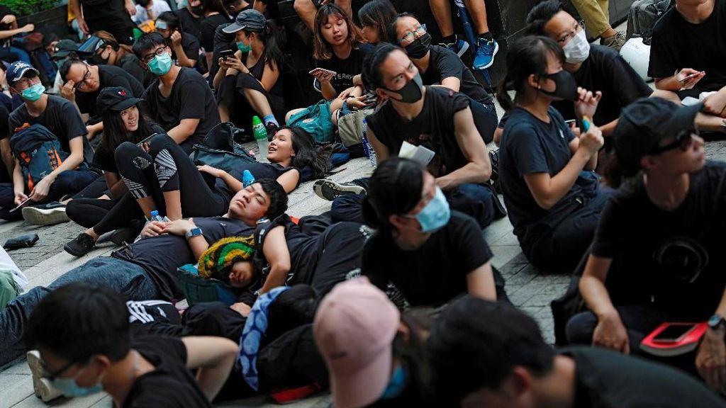 Tuntut Pemimpin Hong Kong Mundur, Ribuan Demonstran Datangi Markas Polisi