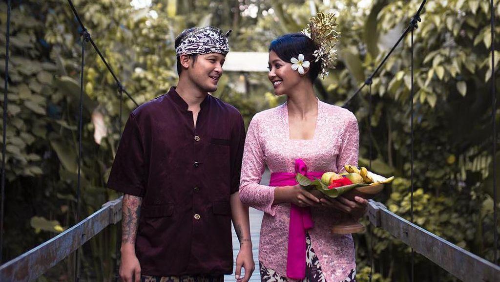 Bunga Jelitha Baru akan Foto Prewedding Serius di Sumba