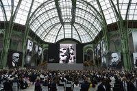 Sekitar 1.000 tamu menghadiri acara tersebut.
