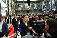 Gigi Hadid menghadiri acara 'Karl For Ever' untuk mengenang desainer Chanel Karl Lagerfeld yang meninggal Februari 2019.