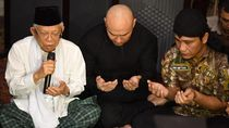 Jadi Mualaf, Deddy Corbuzier Didoakan Ditetapkan Iman dan Islam