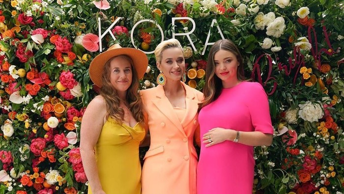 Miranda Kerr foto bersama Katy Perry. Foto: Instagram/@mirandakerr