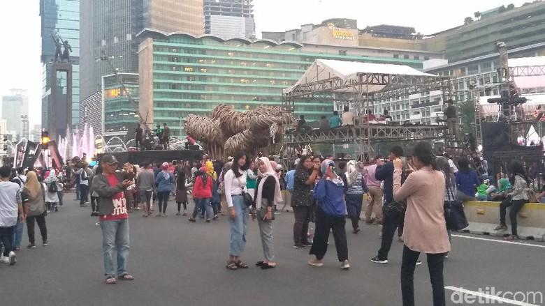 Antusiasme Warga Sambut Peringatan HUT Ke-492 DKI di Bundaran HI