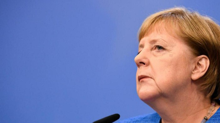 Angela Merkel sudah tiga kali tampak gemetaran di depan publik. (Foto: REUTERS/Piroschka van de Wouw)