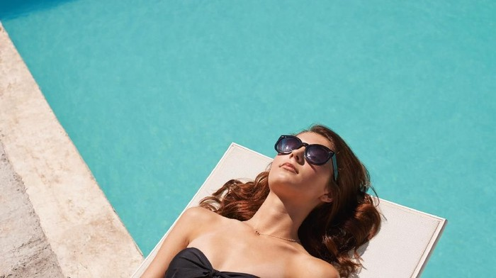 Pemakaian kacamata hitam terlalu sering dapat berbahaya bagi kesehatan tubuh. Foto ilustrasi: iStock