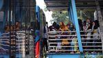Antusias Warga Menjajal Bus Transjakarta Gratis di HUT DKI