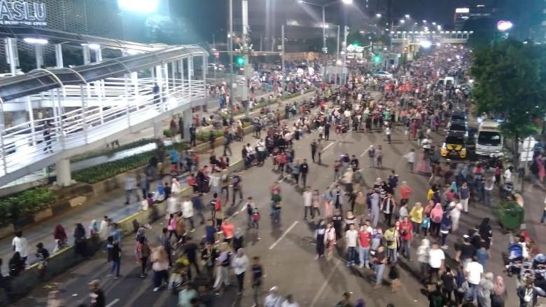 Potret Warga Berbondong-bondong Padati Bundaran HI Rayakan HUT DKI
