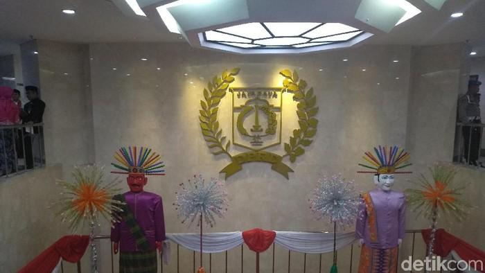 Ornamen khas Betawi di gedung DPRD DKI Jakarta, Sabtu (22/6/2019)
