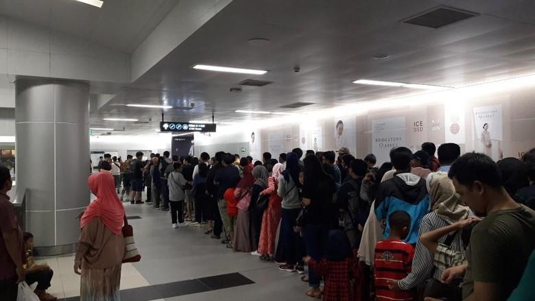 Stasiun MRT Bundaran HI Dipadati Warga Hendak ke Acara HUT DKI