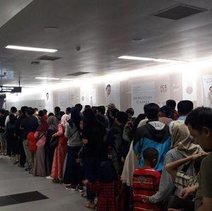 Awas! Duduk di Lantai Stasiun MRT Bisa Didenda Rp 500 Ribu!