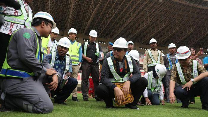 Menpora Imam Nahrawi meninjau Stadion Papua Bangkit. (Foto: dok. Kemenpora)